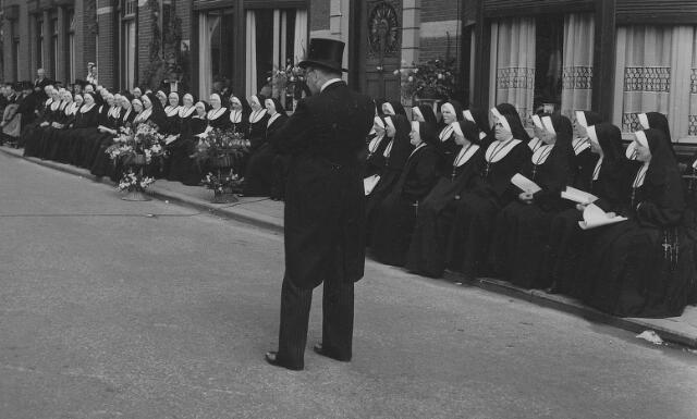 063796 - Huldiging van de zusters van het Kostbaar Bloed.