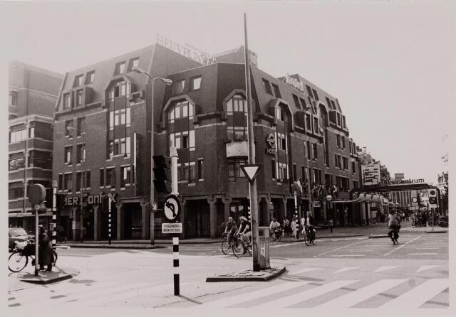 040593 - Café restaurant ETAP, Heuvelpoort 300.
