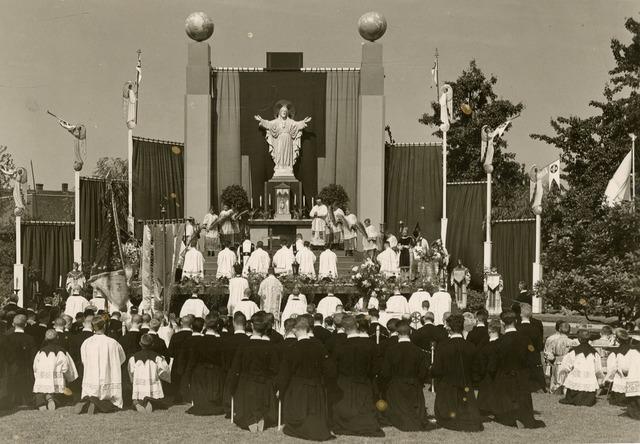 603468 - Openluchtmis. Moederhuis Tilburg, Schouwtoneel der Wereld. Zilveren feest fr. Prudentius, fr. Angelino, en fr. ?.
