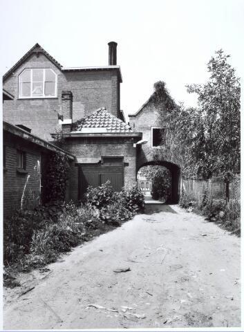 019130 - Achterzijde van hetb zogenaamde ´norbertijnenpoortje´, behorende tot de voormalige pastorie van de parochie Goirke en dat als enige de sloop in 1927 overleefde. Norbertijnerpoort.