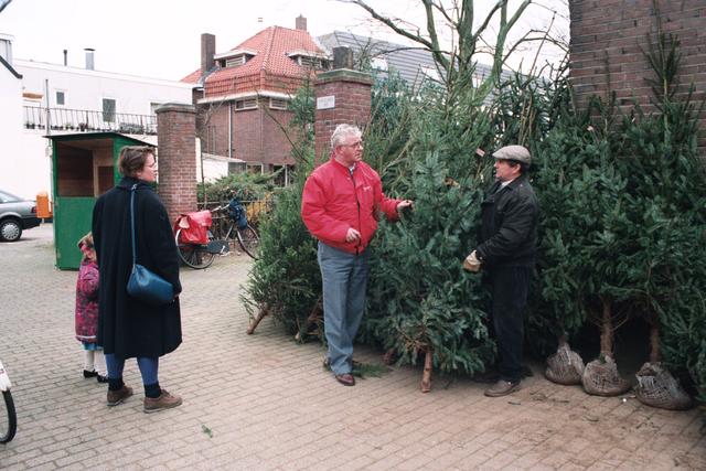 1237_010_750_010 - Kerstbomen verkoop op de Korvelseweg.