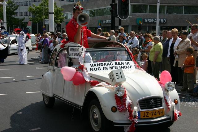 657365 - De T-parade. Een kleurrijke multiculturele optocht door het centrum van Tilburg. De vele culturen van Tilburg worden getoond.