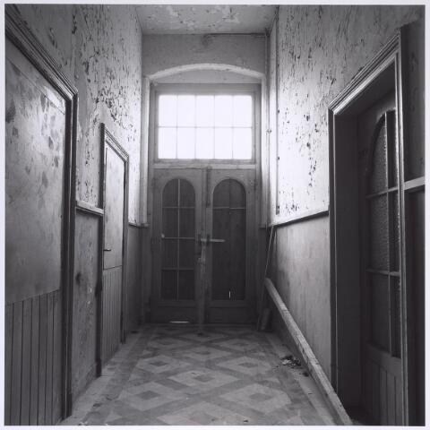 025296 - Interieur van het voormalige St. Rochus Gasthuis aan de Lange Nieuwstraat kort voor de sloop