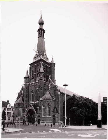 035886 - De R.K. kerk van de H. Dionysius op het Heike, thans Stadhuisplein