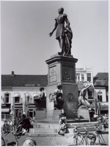 021463 - Standbeeld van Willem II op de Heuvel