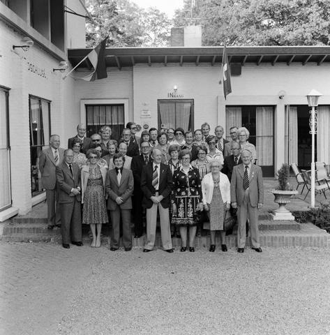 1237_012_989-2_002 - Viering van een jubileum van textiel firma Van Besouw b.v. bij restaurant Boschlust in Goirle in mei 1977.