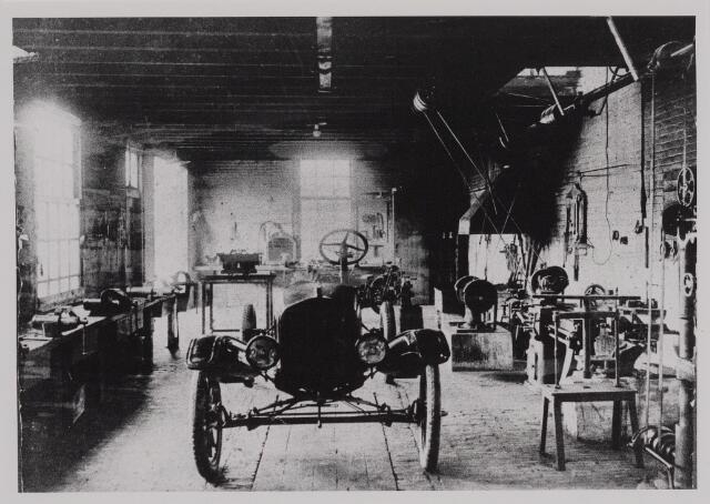 040391 - Motorvoertuigen. Werkplaats van de garage van Th.A.M: Knegtel, handelaar in auto's. Forddealer