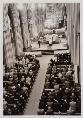 041105 - Vakbeweging. Op 31 augustus 1963 vierde de R.K. Bond Werkmeesters afd. Tilburg het 50-jarig bestaan. 1e een Solemnele H. Mis in de parochiekerk st. Jozef. 2e een feestelijk ontbijt in het parochiehuis aan de Veemarktstraat. 3e herdenkingsbijeenkomst in het Chicago-Theater. 4e Officiële receptie in de zalen van café-restaurant Th. van Broekhoven (Smidspad 42) 5e Feestavonden op 7 t/m 9 september 1963 met uitvoering Operette 'Rumoer in Weinbach'.