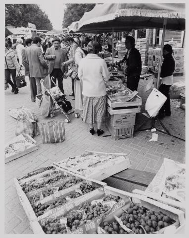 040624 - Woensdag markt op het Besterdplein.