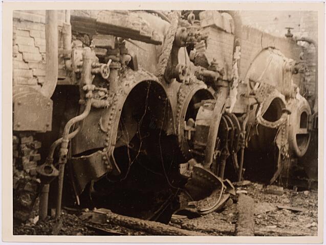 013163 - WOII; WO2; Tweede Wereldoorlog. Vernieling werkplaats NS. De centrale werkplaats van de NS werd op 21, 22 en 23 september 1944 volkomen verwoest door een Duits sprengcommando.