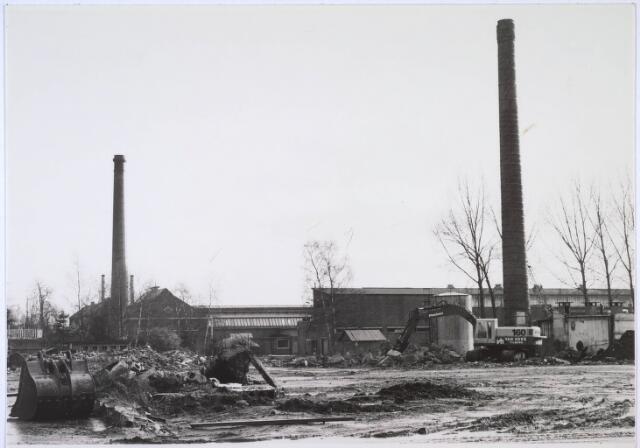 024011 - Sloop van het fabriekscomplex van textielfabriek Verschuuren - Piron op Koningshoeven.