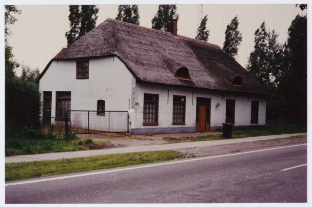062517 - Opgeknapte boerderij aan de Bosscheweg