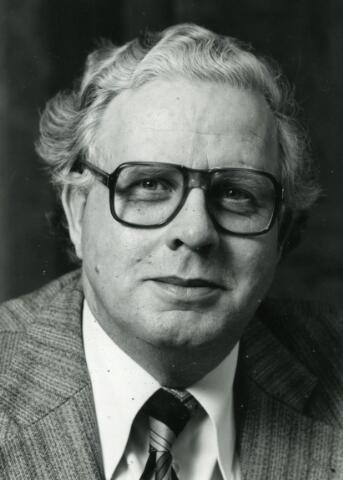 600383 - Adolph Materm burgemeester van Oosterhout in de jaren 1976-1991).