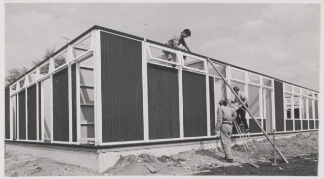 082096 - S.V. Gilze  Nieuw clubgebouw in aanbouw voor de voetbalvereniging