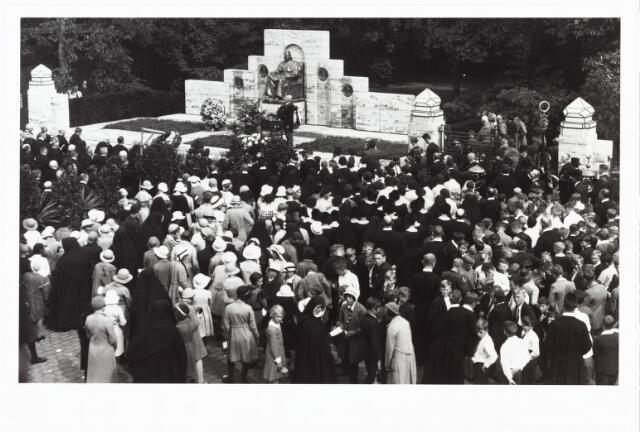 008972 - Onthulling monument mgr. Zwijsen 12 september 1933