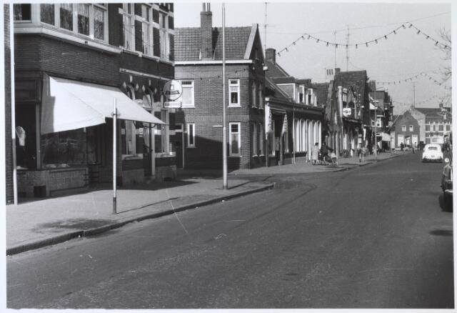 024515 - Westzijde van het Korvelplein, met links de Korenbloemstraat