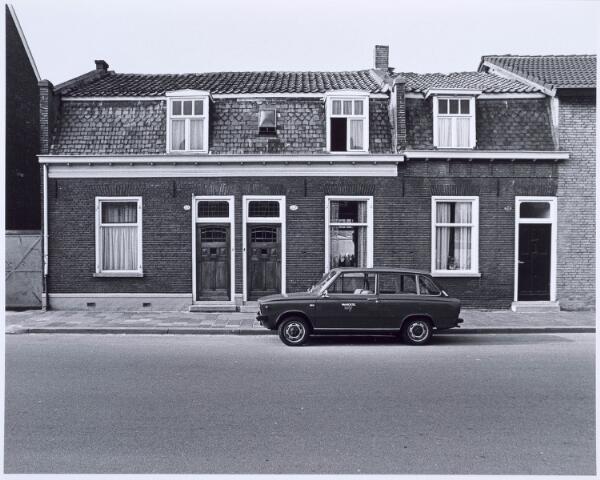 020579 - Panden Hasseltsdtraat 219 (rechts) en 221 (links) begin 1976