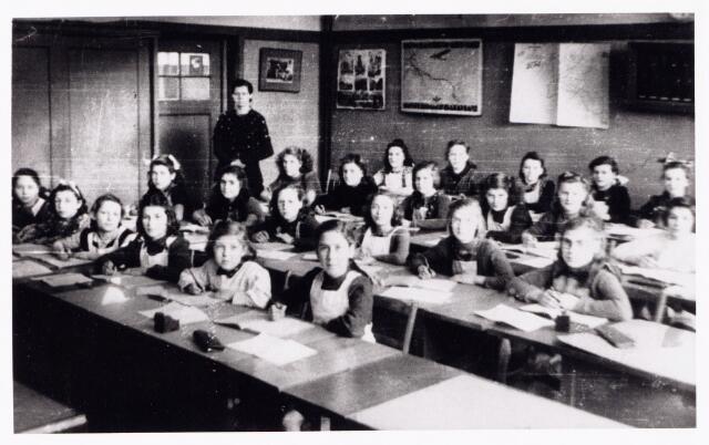 051862 - Lager en Middelbaar Voortgezet Onderwijs. Huishoudschool St. Dionysius.