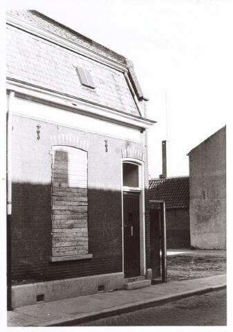017096 - Pand Capucijnenstraat 67 kort voor de sloop in 1976