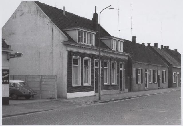 026178 - Panden Lijnsheike 40 (links) en 40A (rechts), gelegen naast garage Oppermans. Thans is dit de oostzijde van het Wagnerplein