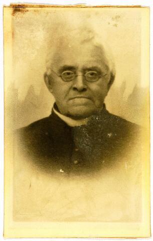 054582 - Joannes Baptista Petrus Ermen. Portret; Pastoor te Ulicoten van 1892 tot 1921; Bestuurslid melkfabriek Ulicoten.