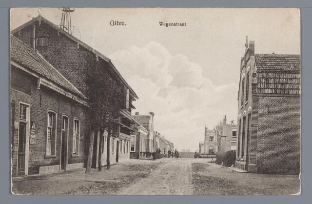 057887 - Gilze. de Lange Wagenstraat in 1916 met links de kruidenierswinkel van A. Dekkers met ernaast zijn looierij. Vervolgens de woningen  van J. Dekkers, W. Kock, metselaar en J. Jacobs met diens schoenfabriek en het woonhuis van Ant. Martens. Rechts op de voorgrond het in 1909 gebouwde woonhuis van de metselaar C. Vermeulen.
