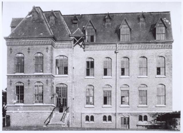 016322 - Kloosters. Zijgevel missiehuis van de missionarissen van het H. Hart (Rooi Harten).