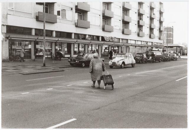 032777 - Flats bestaande uit woningen en winkels aan de Statenlaan