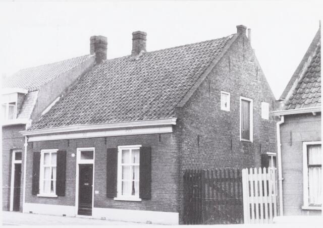 034395 - Pand Lijnsheike 110; thans heet dit deel van de straat Von Weberstraat. De meeste huizen aan het Lijnsheike zijn inmiddels gesloopt.