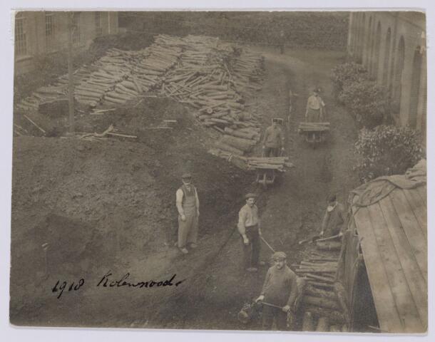 102031 - Distributie van hout vanwege de kolennood tijdens de Eerste Wereldoorlog.