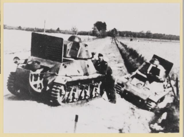 077364 - Tweede Wereldoorlog 1940-1945 Franse tanks in de buurt van Hilvarenbeek, die in de meidagen van 1940 Nederland te hulp kwamen.