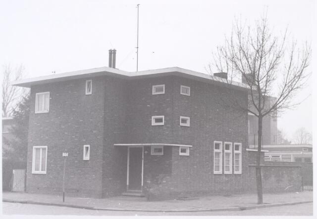014309 - Pand Antonie van Diemenstraat 1. De straat rechts is de J. P. Coenstraat
