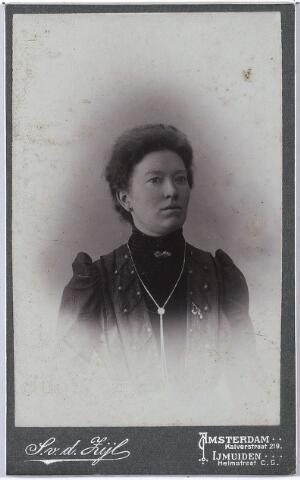 005051 - Dilia LINDERS, een van de zussen Linders.