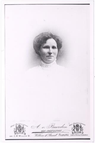 004909 - Henriette Marie Louise LATOUR (Parijs 1866-Tilburg 1910), trouwde in Parijs op 17-12-1894 met wijnhandelaar Piet Knegtel (Petrus Johannes, Tilburg 1867-1918). (reproductie; origineel niet in collectie aanwezig)