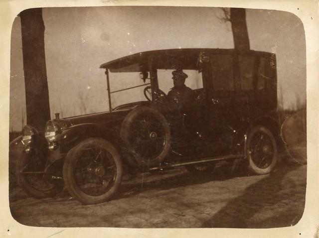 655525 - Auto met bestuurder. Vermoedelijk autonummer N89, sinds 1904 in bezit van Henri van Dooren automobiel.