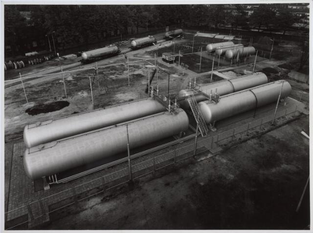 025230 - Gastanks op het terrein van de gasfabriek aan de Lange Nieuwstraat