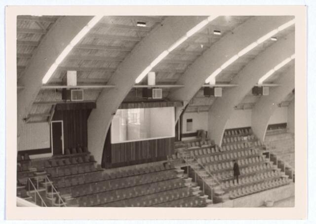 019787 - Tribune met commentatorhokje in de stadssporthal aan de Goirleseweg