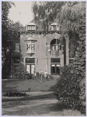 023939 - Villa 'Eigenhorst' aan de Koningshoeven, woonhuis van Piet Smits en (tijdelijk) een jongensinternaat, omstreeks 1954