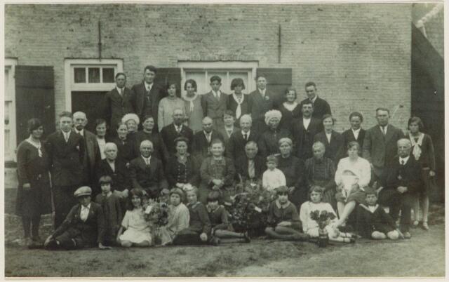 101510 - 50 jarige bruiloft van Pieter Fijnemen, geboren Geertruidenberg, en Maria Hagenaars, geboren Den Hout op 14-3-1853, op de Zandheuvel