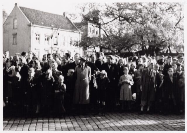 012629 - WO2 ; WOII ; Tweede Wereldoorlog, Bevrijding. Feestende menigte op de Heuvel tijdens de bevrijdingsfeesten in november 1944