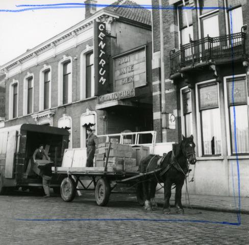653684 - Schouwburg Centrum (voorheen Metropole) op de Heuvel. De panden zijn gesloopt in 1961