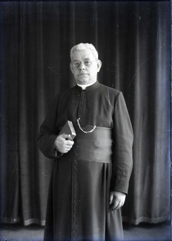 654857 - Religie. Cornelis Jacobus Alfonsus Sprengers pastoor parochie Goirke (1935-1952) geb. ´s-Hertogenbosch 11-9-1881 overleden te Drunen 29-12-1959,