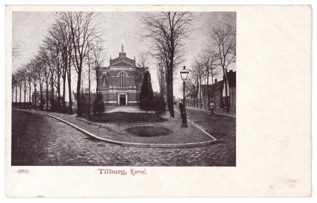 001493 - Korvel, vanaf 1941 Korvelplein in zuidelijke richting met midden op het plein de voormalige Korvelse kerk. Op de voorgrond een gaslantaarn. De weg rechts gaat via het Laar richting Goirle.