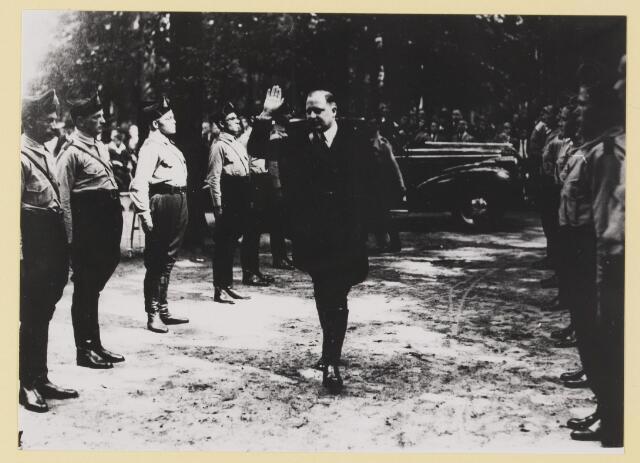 077299 - Arnold Meijer, leider Zwart  Front, van 1934 -1941.  36e verjaardag van Arnold  Meyer (geboren 1905 en overleden1965). In de tuin van Groot Speyck.