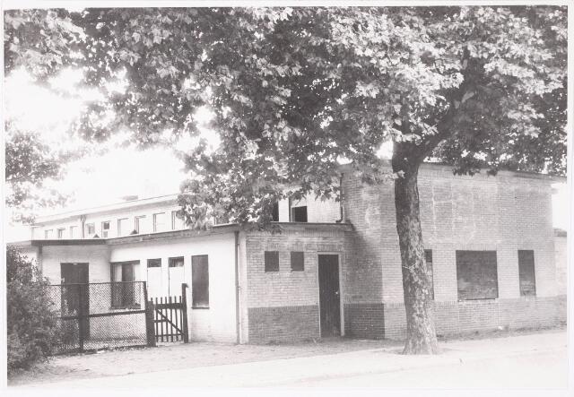 033010 - Eerst oude gaarkeuken en daarna jeugdhuis gelegen aan de zuidzijde van het Stuivesantplein thans afgebroken