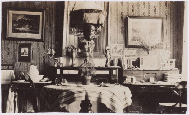 053584 - Interieur onbekend huis.