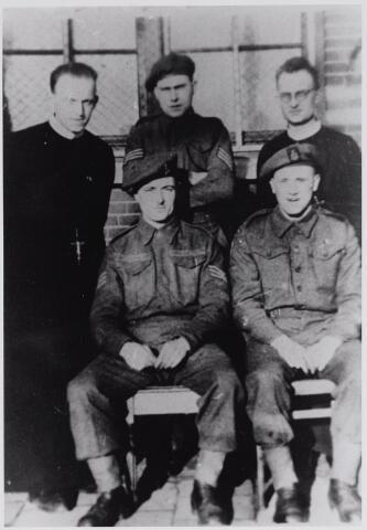 045688 - WO2 ; WOII ; Tweede Wereldoorlog. Inkwartiering van Engelse soldaten bij de fraters na de bevrijding van Goirle.