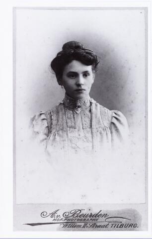 007548 - Josephina Johanna Francisca Ooms geboren te Tilburg op 27.11.1879, ongehuwd overleden te Oudenaarde op 5.7.1965. (reproductie; origineel niet in collectie aanwezig)