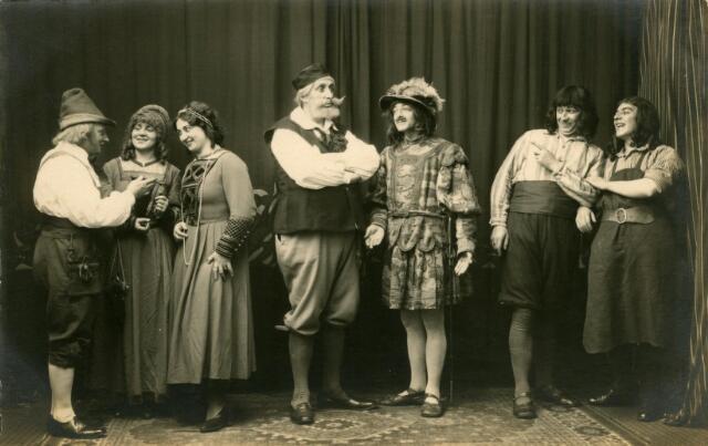 """600382 - Optreden van leden van Liedertafel Aurora in """" De Wapensmid van Worms"""", een opera in 4 akten van Albert Lortzing."""