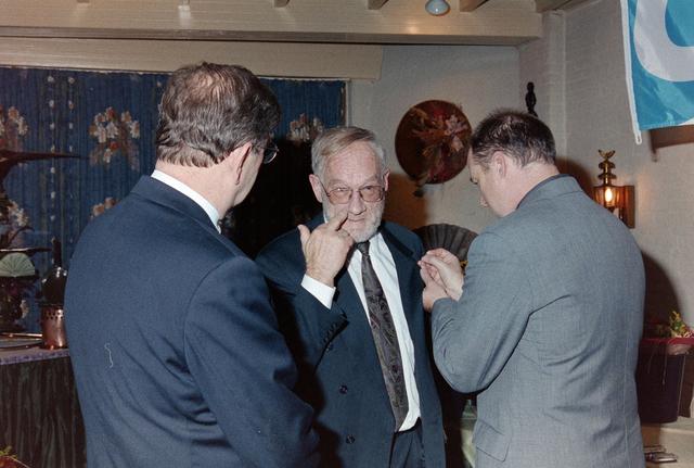1237_001_065_008 - Een huldiging bij Unie BLHP, Unie van Beambten, Leidinggevend en Hoger Personeel in november 1999.